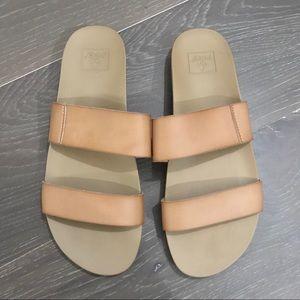 Reef Woman's cushion Bounce Vista Sandals.